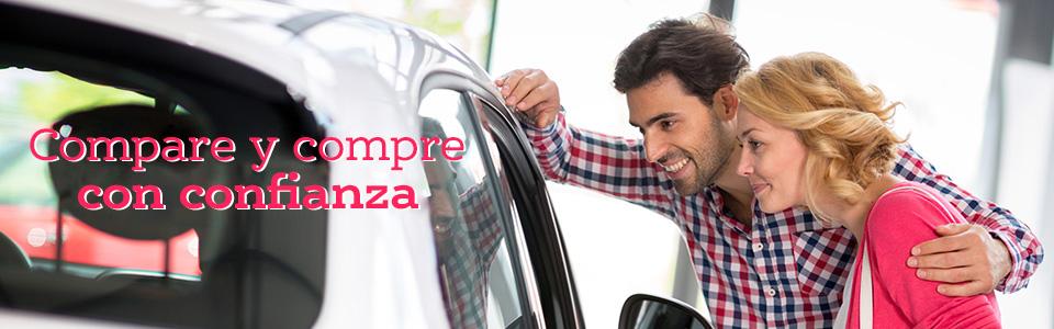 Una pareja que quiere comprar un auto